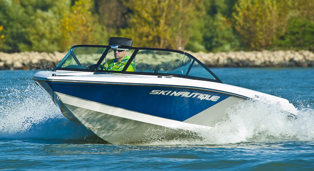 Ski Nautique 200 Closed Bow: Wellenmacher aus Orlando