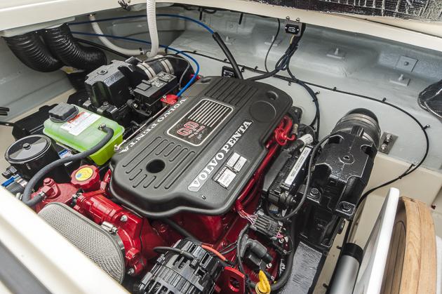 Kraftwerk: Das Testboot war noch mit dem Vorläufer des aktuellen Volvo-Penta bestückt. Foto: Dieter Wanke
