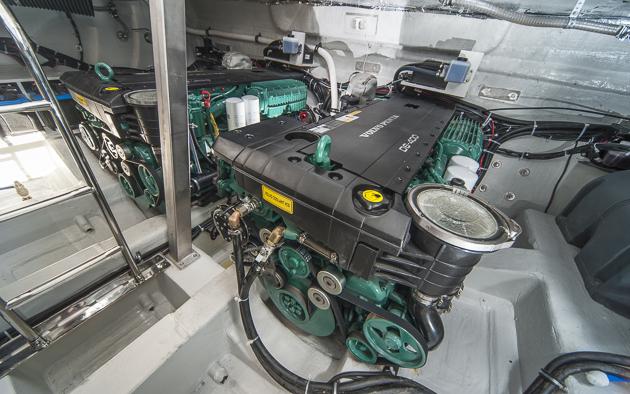 Bei Z-Antrieben gut erreichbar sind die beiden Maschinen der Virtess 420 Coupé.  Foto: Dieter Wanke