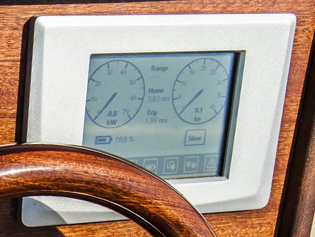 Zeichen der Zeit:  Digitalinstrumente für Batteriekapazität und Geschwindigkeit. Foto: Dieter Wanke