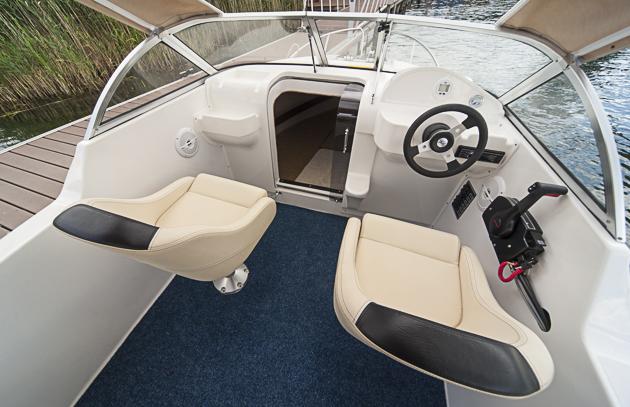 Kommandostand, aufgerüstet: Der Beifahrersitz ist aufpreispflichtig. Foto: Dieter Wanke