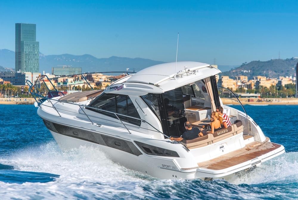 Soll aber ein stärker motorisiertes Boot, wie diese Bavaria Sport 360 gefahren werden sind die entsprechenden Zertifikate für See und/oder Binnenreviere zu erwerben. Foto: boats.com/Dieter Wanke