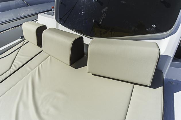 Aufpreisig: Sitz- und Liegepolster müssen extra bezahlt werden. Foto: Dieter Wanke