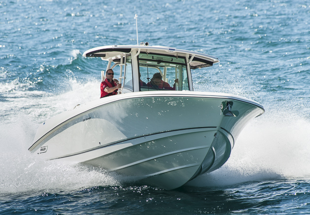 Boston Whaler 350 Outrage: Unsinkbares Multitalent