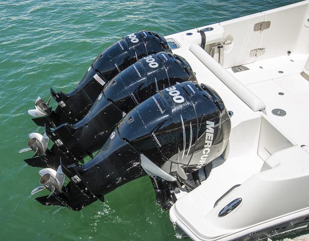 Kraft am Heck: Drei Verado 300 sind auf diesem Boot noch längst nicht die Höchstmotorisierung. Foto: Dieter Wanke