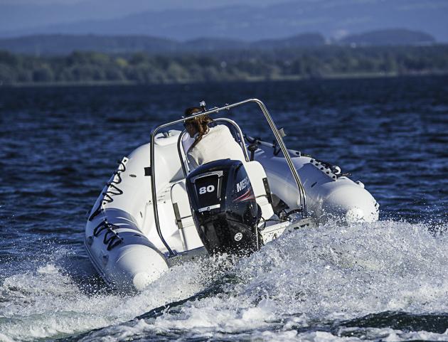 Manierlich: Trotz Seilzuglenkung ließ sich das Boot willig in die Kurven steuern. Foto: Dieter Wanke