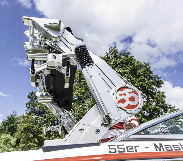 Must-Have-Feature: Wer noch Geld übrig hat , dem sei der hydraulische Wakeboard-Tower ans Herz gelegt. Nicht nur der Beschallung wegen. Foto: Dieter Wanke