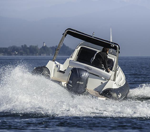 Einer reicht: Mit dem Yamaha 250-PS- Außenborder schaffte das Boot 42 Knoten. Foto: Dieter Wanke