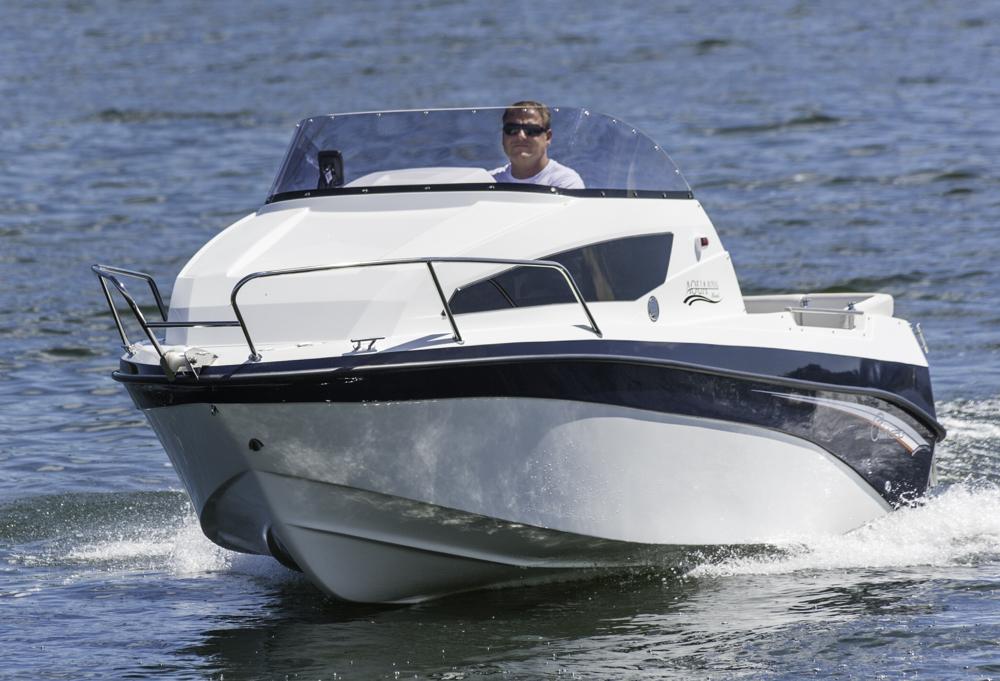 Kajüte auf kelienm Fuß: Die Aqua Royal 550 cruiser richtet sich an Einsteiger oder Budgetbewusste