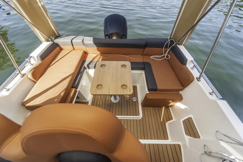 2015 AquaRoyal Cruiser 680-7187