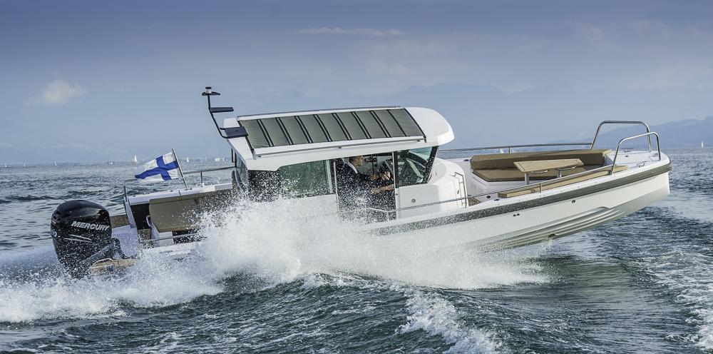Welle kein Problem: Die Axopar 28 AC eignet sich für schlechtes Wetter und küstennahe Gewässer. Foto: Dieter Wanke