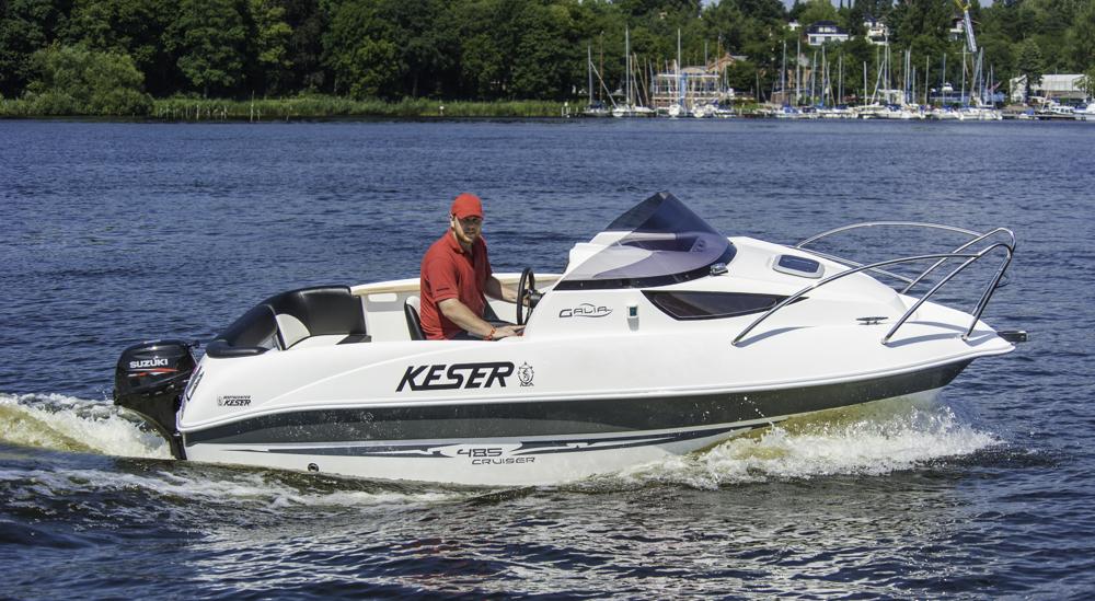 Ein richtiges Die Galia 485 Cruiser ist ein richtiges Motorboot, das mit einem 15-PS Außenborder ohne Schein zu fahren ist. Foto: boats.com/Dieter Wanke