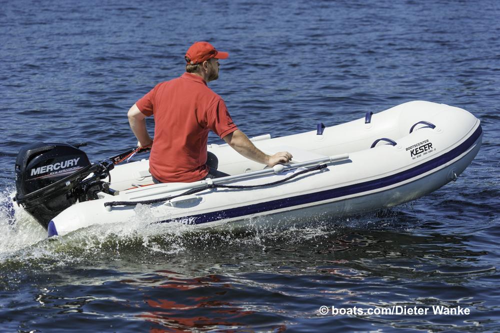 Keine Yacht, sondern ein kostengünstiges Einstiegspaket mit serienmäßigen Paddeln. Foto: Dieter Wanke