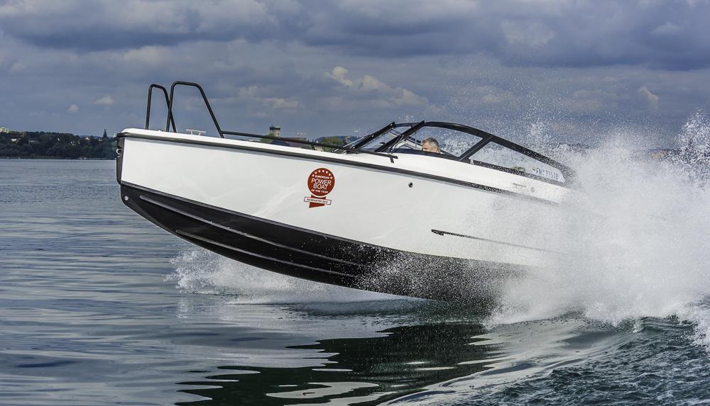 Auch am ruhigen Bodensee gab es Gelegenheit, die Wellenkünste der XO 250 auszuloten. Foto: Dieter Wanke