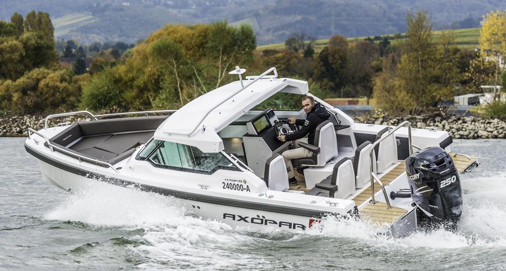 Dank tiefem V-Rumpf stark in Kurven und bei Welle. Foto: boats.com/Dieter Wanke