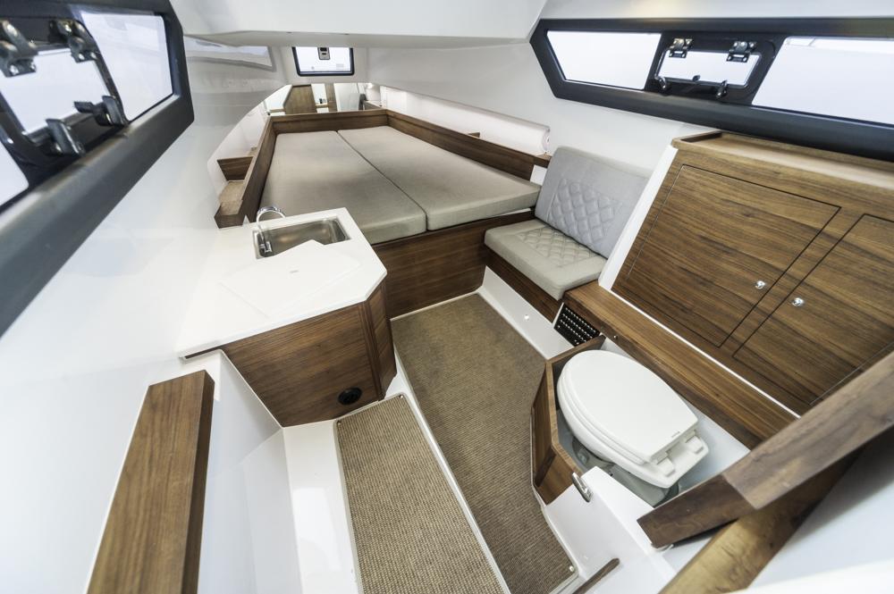 Loft-Apartment: Die Vorschiffskabine mit WC, Waschbecken und Doppelkoje. Foto: boats.com/Wanke