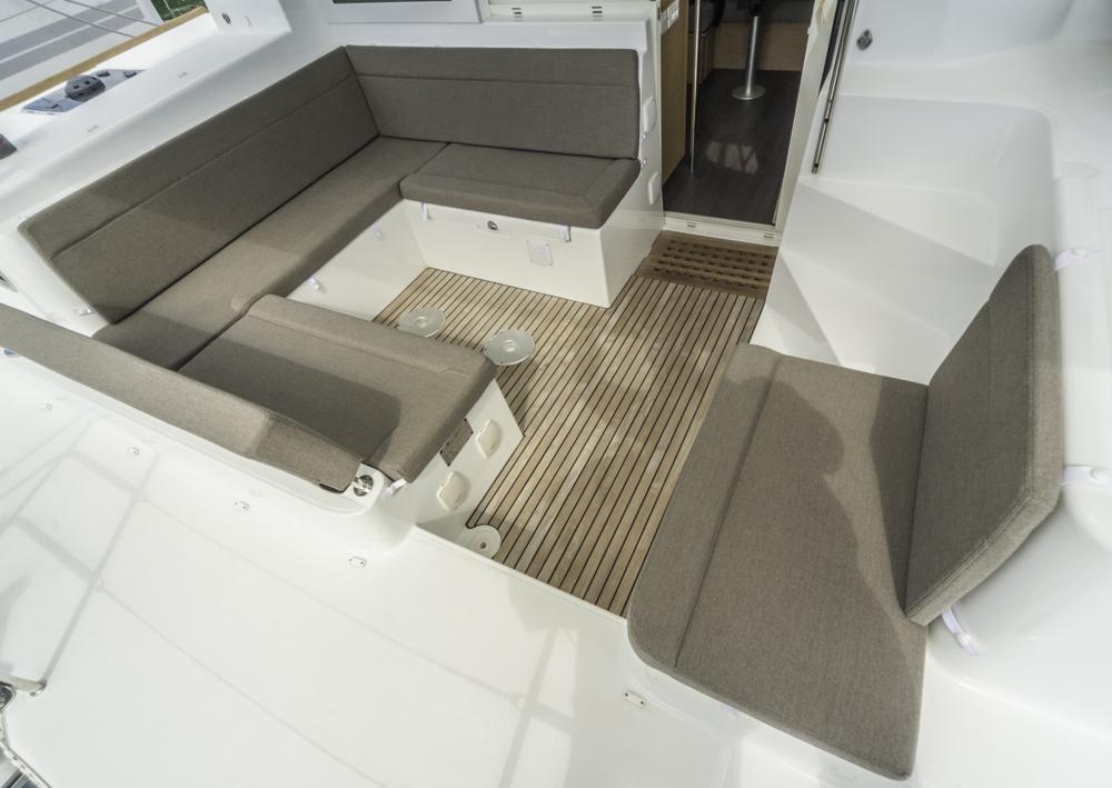 Tiefergelegt: Das Achtercockpit unter Decksniveau sorgt für Sicherheit bei Seegang.  Foto: boats.com/Wanke