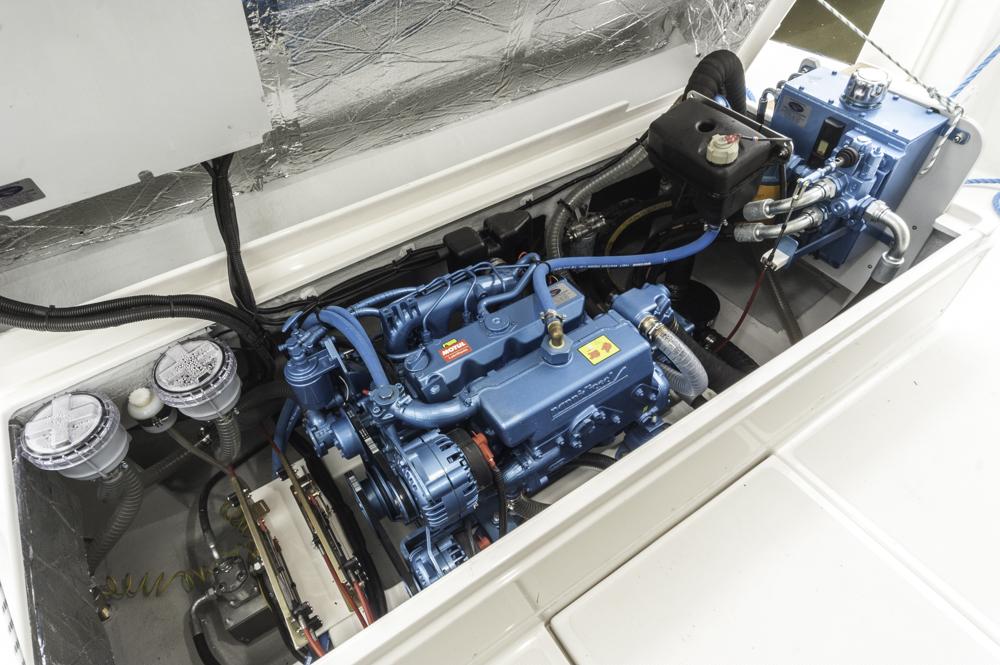 Viel Volumen, wenig PS: Der Nani-Diesel reicht für knapp 5 Knoten Reisegeschwindigkeit. Das ist genug zum Genießen. Foto: boats.com/Wanke