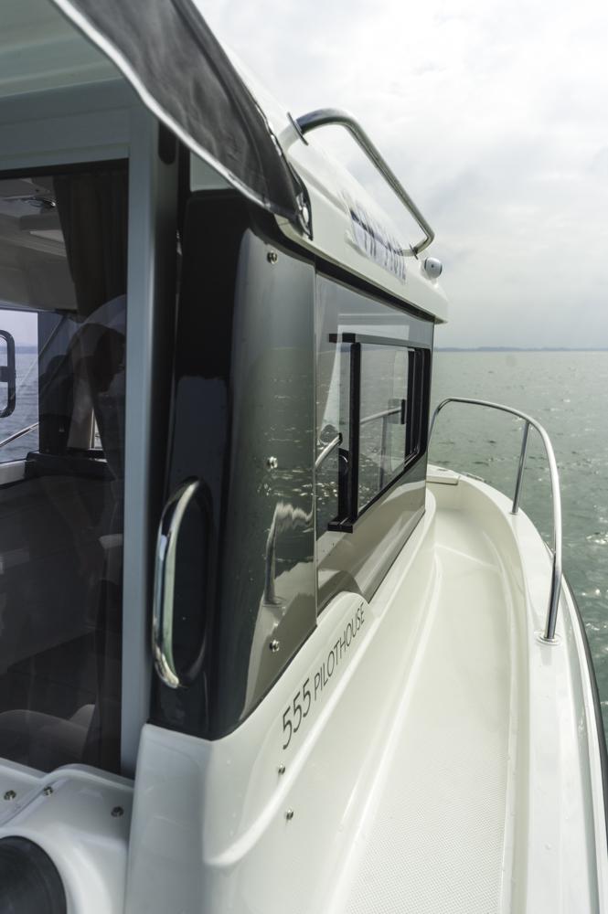 Gangbord an Steuerbord für den Weg nach vorne. Foto: boats.com/ Wanke