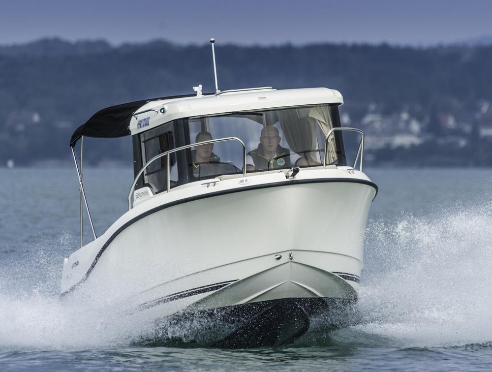 Fast 30 Knoten Topspeed schafft die Captur 555 Pilothouse mit zwei Personen an Bord Foto: boats.com/ Wanke