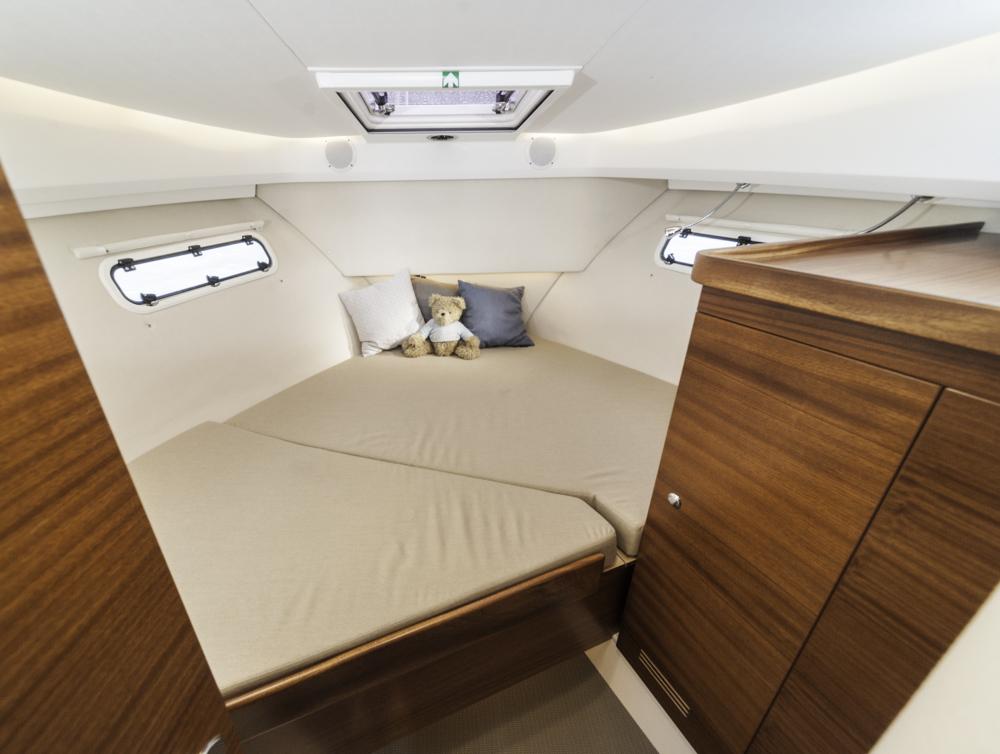 Mit viel Hochtechnologie im Motorraum bleibt die Nimbus auch ihren Leisten treu, was Passagierkomfort unter Deck angeht - und den Qualitätsanspruch bei der Verarbeitung. Foto: boats.com/Wanke