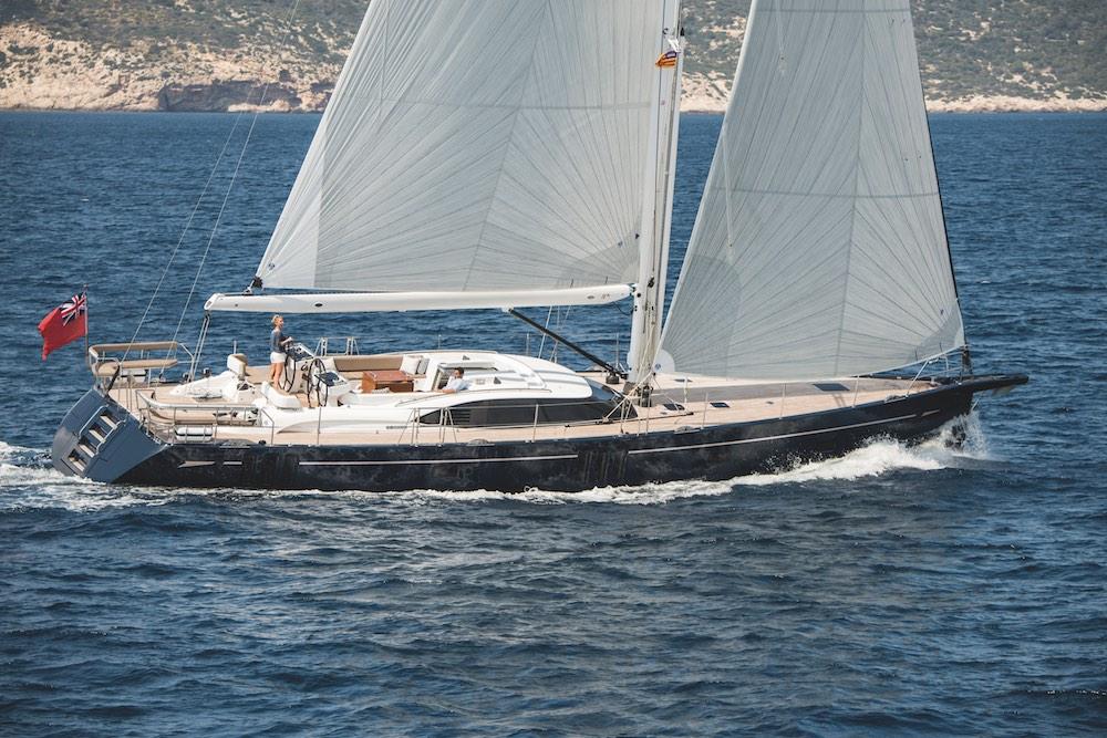 Gestreckte Linien, aufgeräumtes Vordeck, aber immer noch typisch Oyster: Die neue 675 beim Test vor der Küste Mallorcas