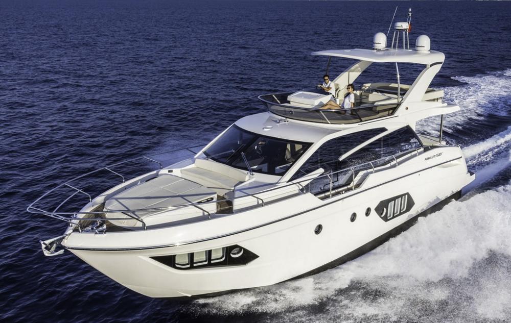 Neu aus Italien: Die Absolute 50 Fly, auch zur Wahl des European Powerboat of the Year nominiert.