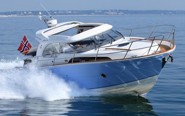 Fünf Motorboote für reifere Semester