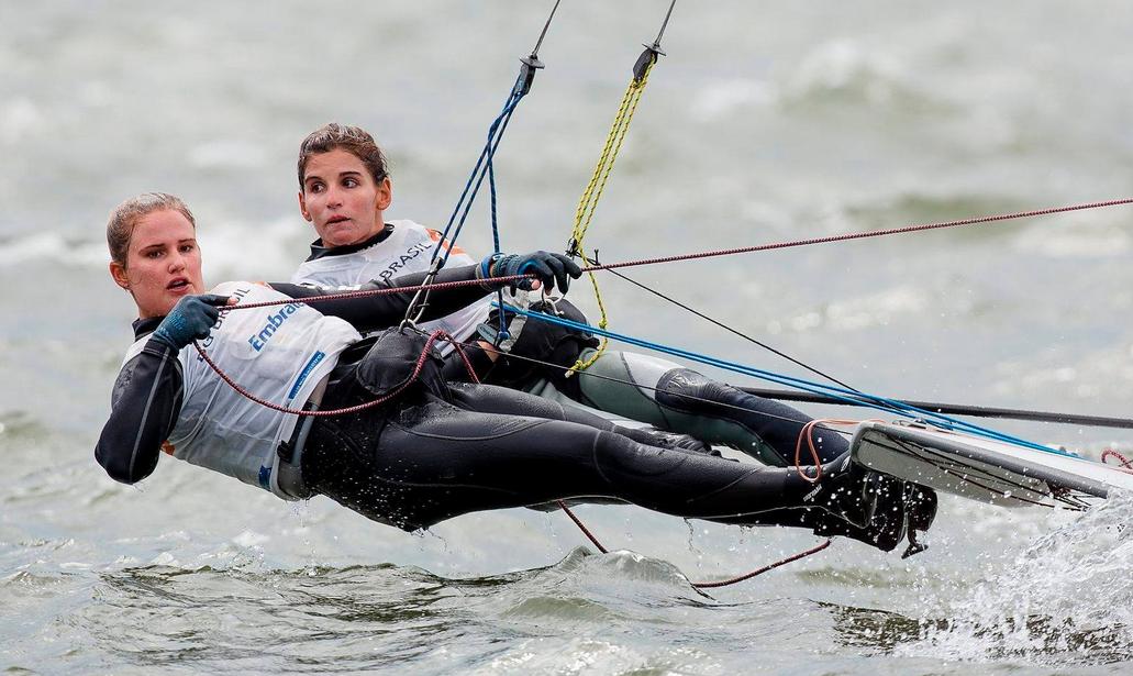 Action-Girls: Grael/Kunze wie man sie am Wasser kennt. Foto: Mick Anderson/SailpPix
