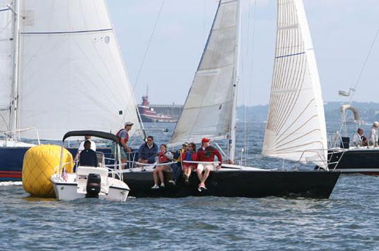 Hobie 33: Ein kleiner Sled aus den 1980er Jahen , mit viel Potenzial, aber doch eher für sportliches Segeln gedacht denn als  reines Fahrtenboot