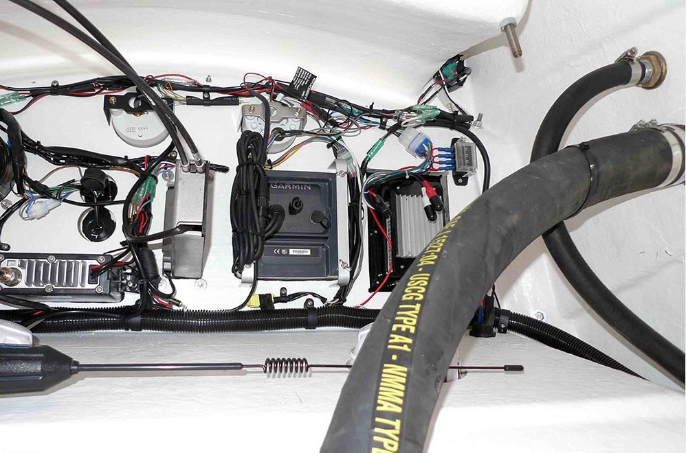 Sauber verlegte Kabel und ordentliche Verbindungen sind Anzeichen für einen hohen Qualitätsstandard beim Bau und der Installation der Bordsysteme.