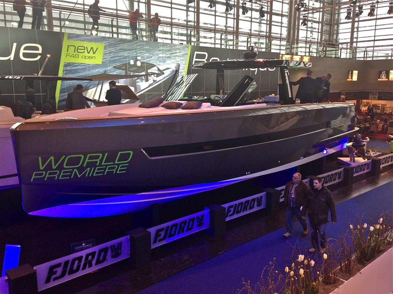 Muskel und Masse: Die neue Fjord 48 Open ist schwer zu übersehen. Foto: Dieter Loibner/boats.com