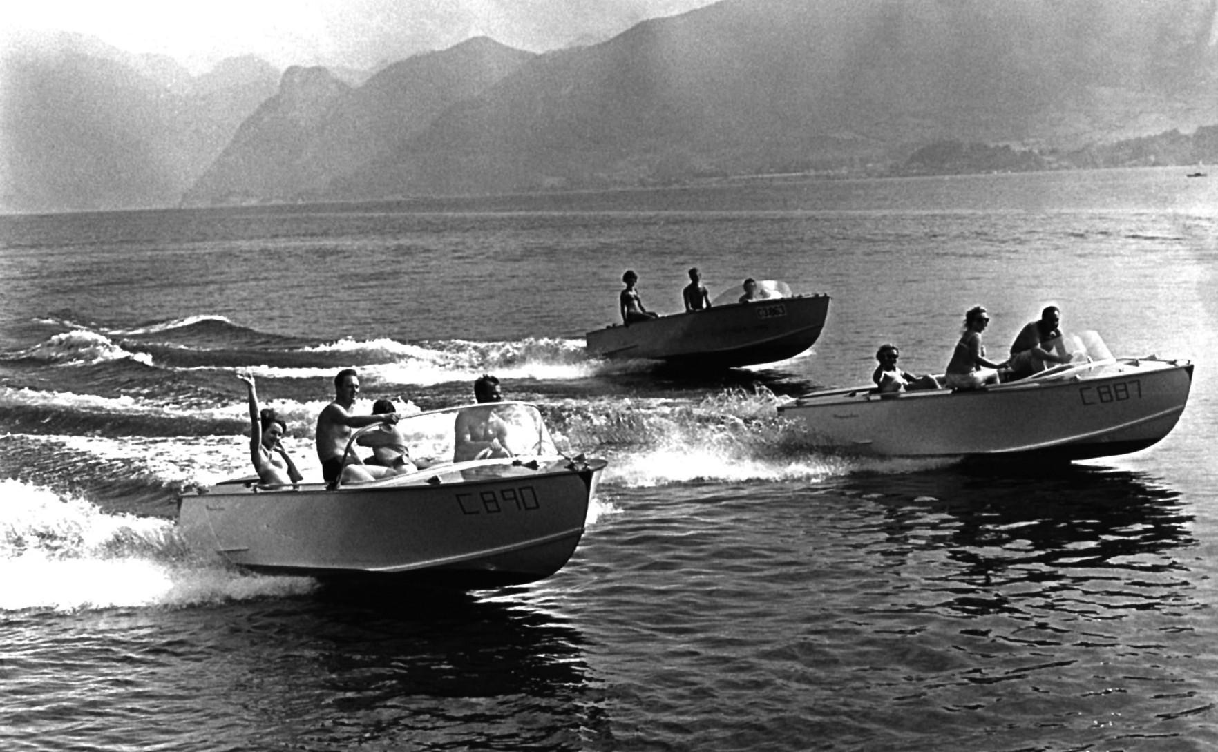 Ein Schnappschuss aus der Geschichte zeigt drei Frauscher-Motorboote bei einer Spritzfahrt am Traunsee im Jahr 1967