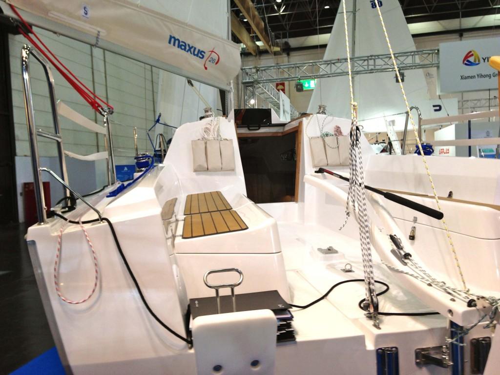 Einfach währt am längsten: Das Cockpit der Maxus 26 ist schörkellos aber praktisch. Foto: Dieter Loibner/boats.com