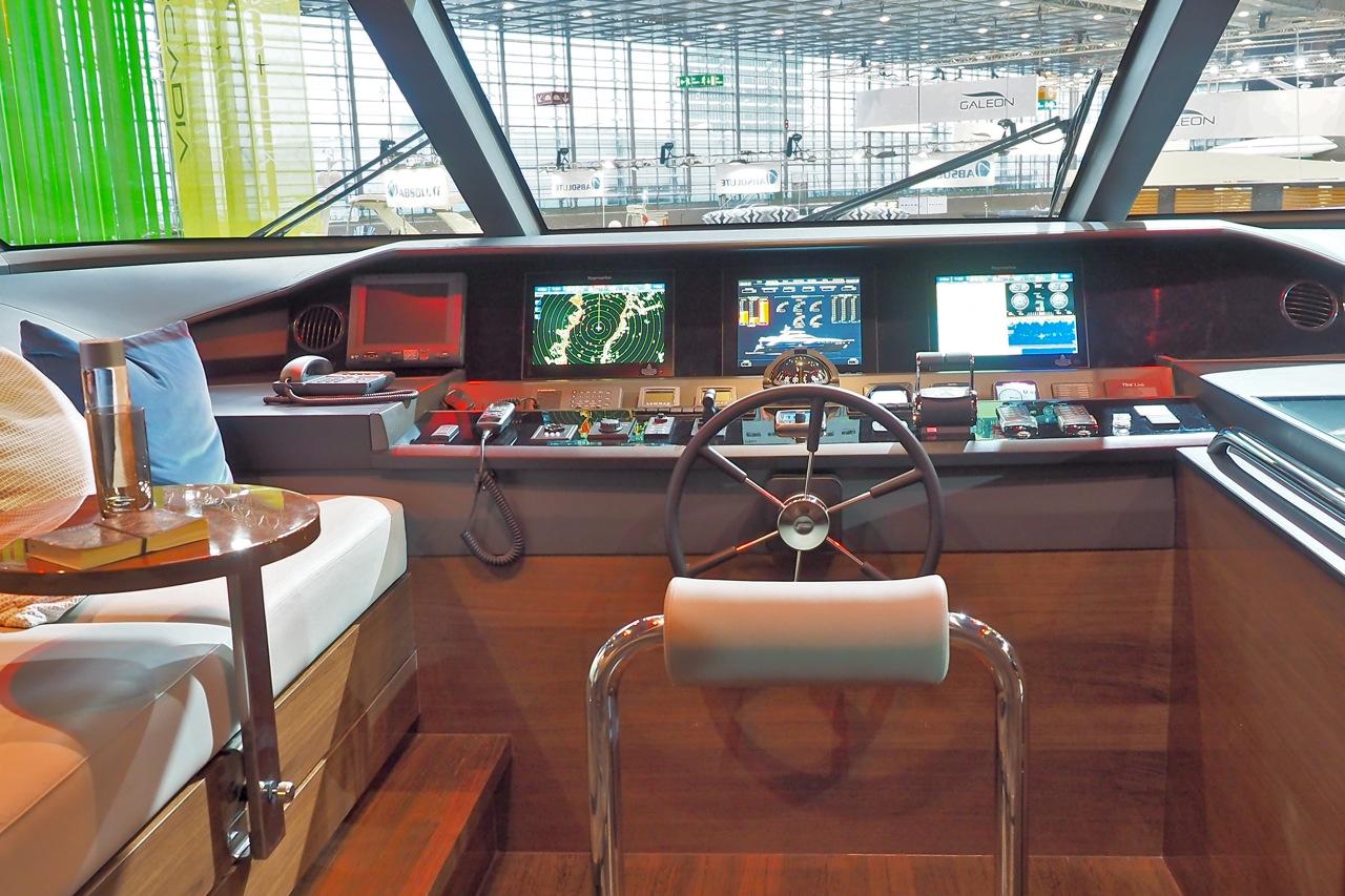 Übersicht: Die Kommandozentrale der Princess 30M. Foto: Dieter Loibner/boats.com