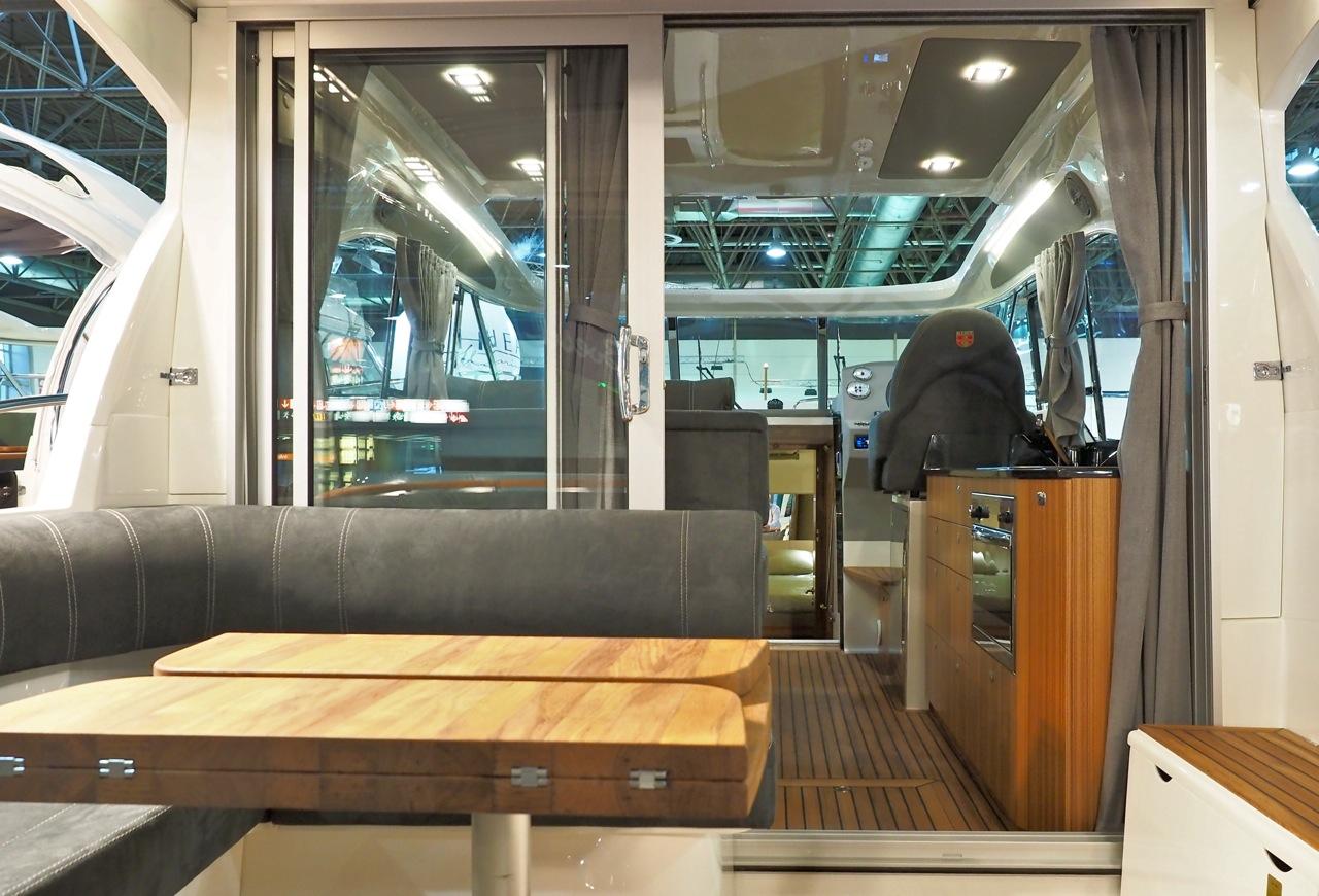 Achtercockpit statt Achterkajüte: Die neue Marex 375 bietet mehr Lebensraum an Deck. Foto: Dieter Loibner/boats.com