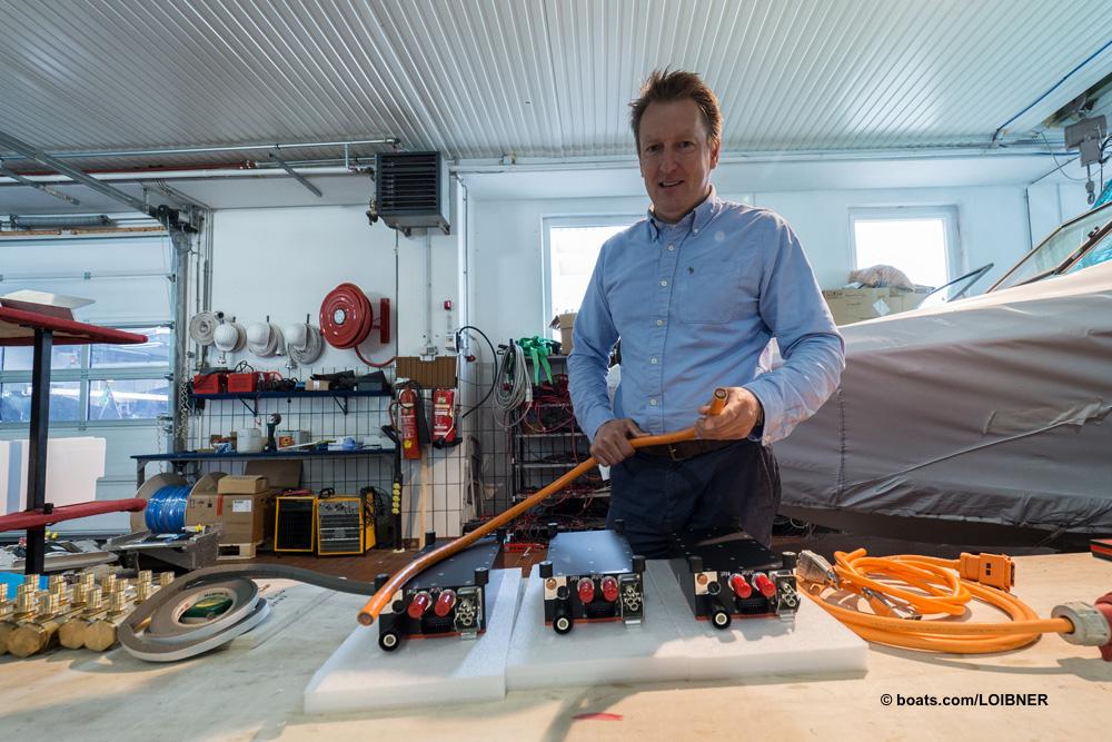 Hans Ortner, der Nautique-Boote importiert und in seinem Betrieb die GS20 mit E-Antrieb ausstattet. Foto: boats.com/Loibner