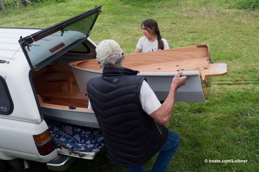 Schnell und kompakt gestaut: ein Nesting -Dingi passt  zerlegt  in die Campingkajüte eines kleinen Pritschenwagens. Foto: boats.com/Loibner