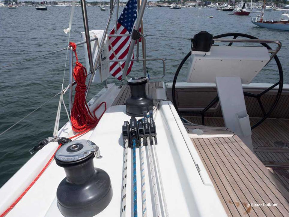 Kontrollleinen bis zum Steuerstand, elektrische Winschen und Hebelklemmen: So lässt sich das Boot direkt vom Steuerstand aus beherrschen. Foto: Dieter Loibner