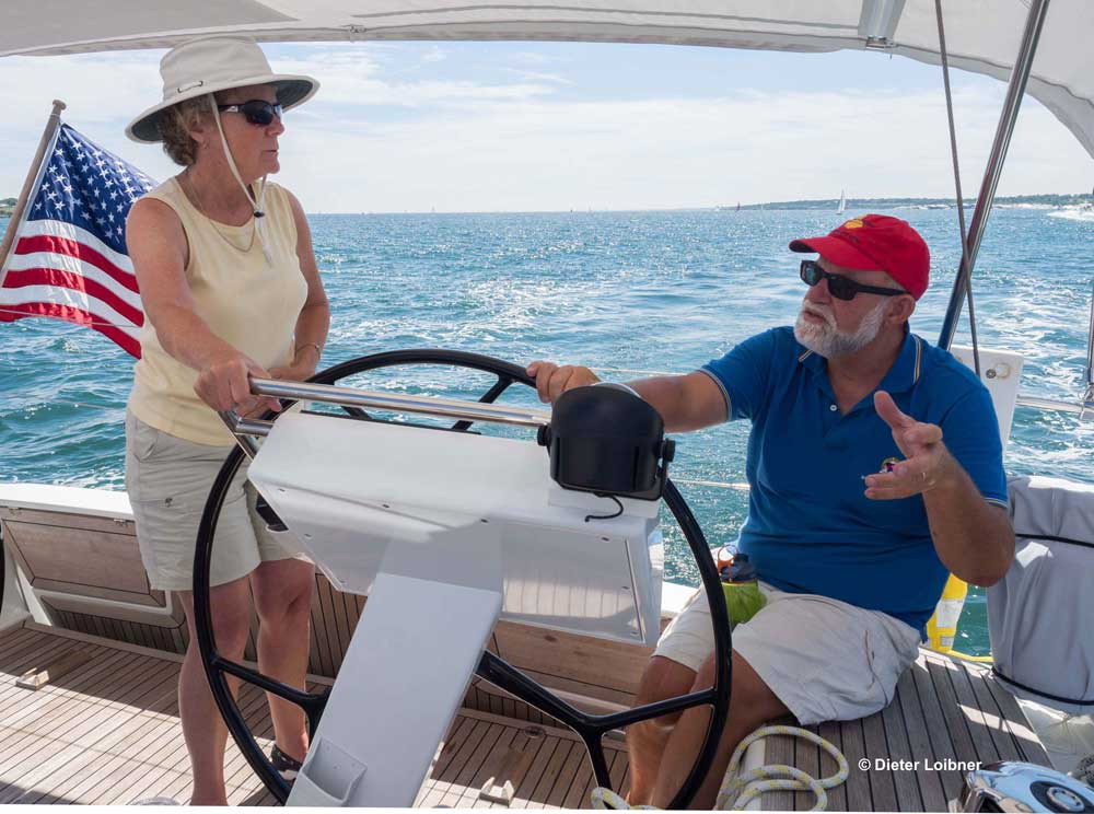 McInnis (r.) und seine Frau Nancy Jamison sind beide kompetente Segler und teilen sich die Aufgaben an Bord. Foto: Dieter Loibner