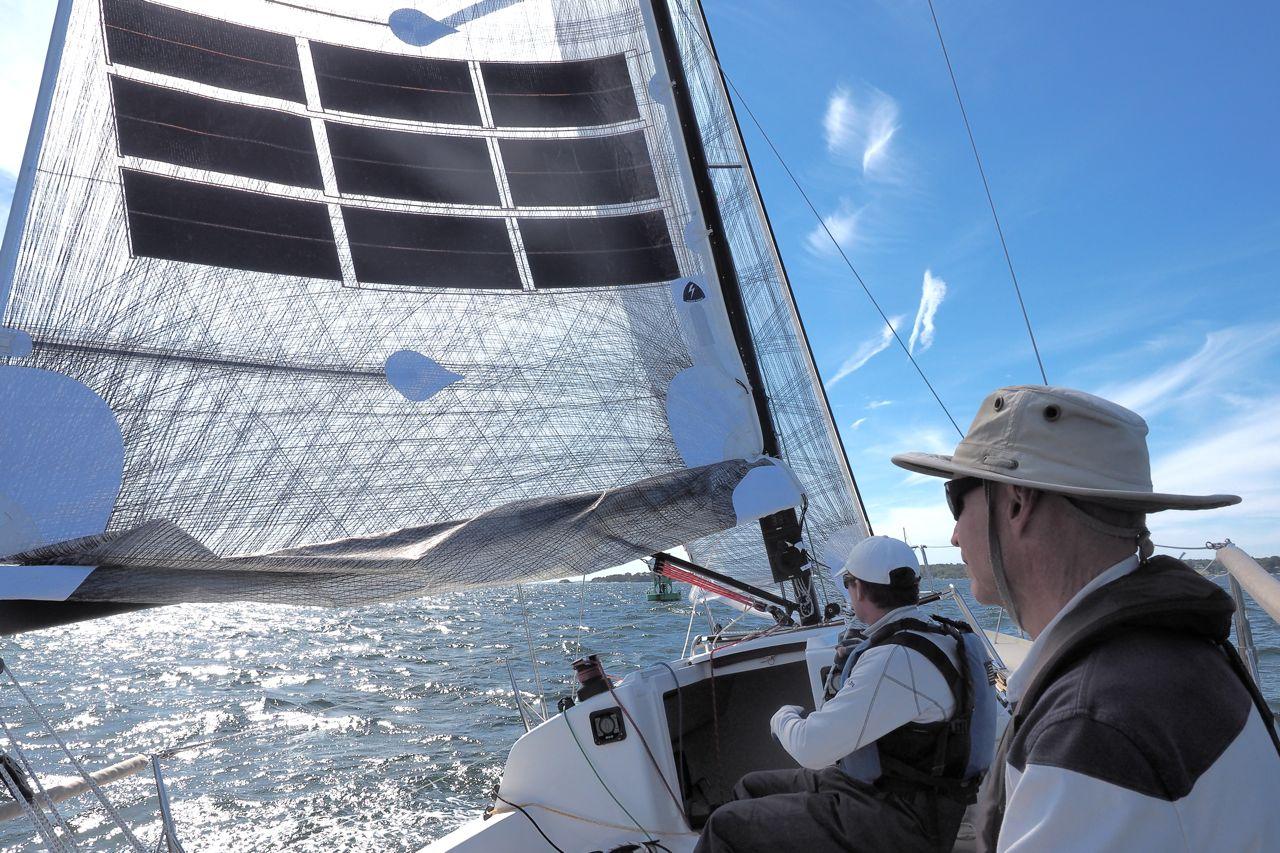 P9211297 Auch mit Reff noch in der Sonne: Das Laminatsegel von UK Sails und die Module von Power Sail. Foto: boats.com/Dieter Loibner