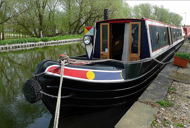 Hip & Hippies: Ein Kanalboot verströmt Alternativ-Charme