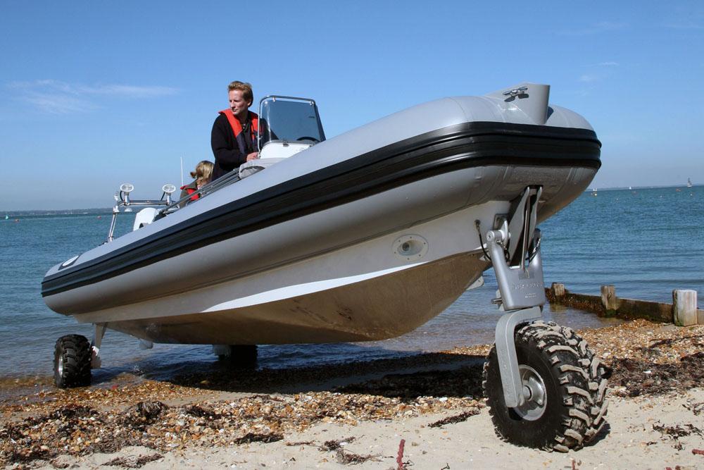 Zu Wasser und am Land: Sealegs sehr gute Umsetzung der Idee für ein amphibisches Schlauchboot.