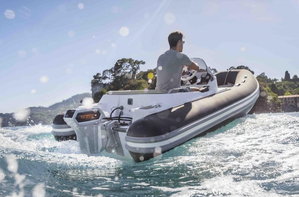 Power ohne Schein: Torqeedos Cruise 10.0 ist sowohl als Außenborder als auch als Einbaumotor im Programm.