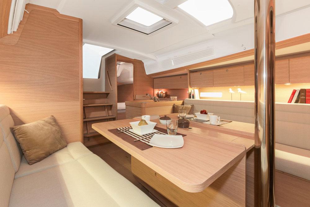 Helle Stube: Lichte Holzfurniere und moderne Gestaltung gehören bei allen französischen Großsereienherstellern mittlerweile zum guten Ton