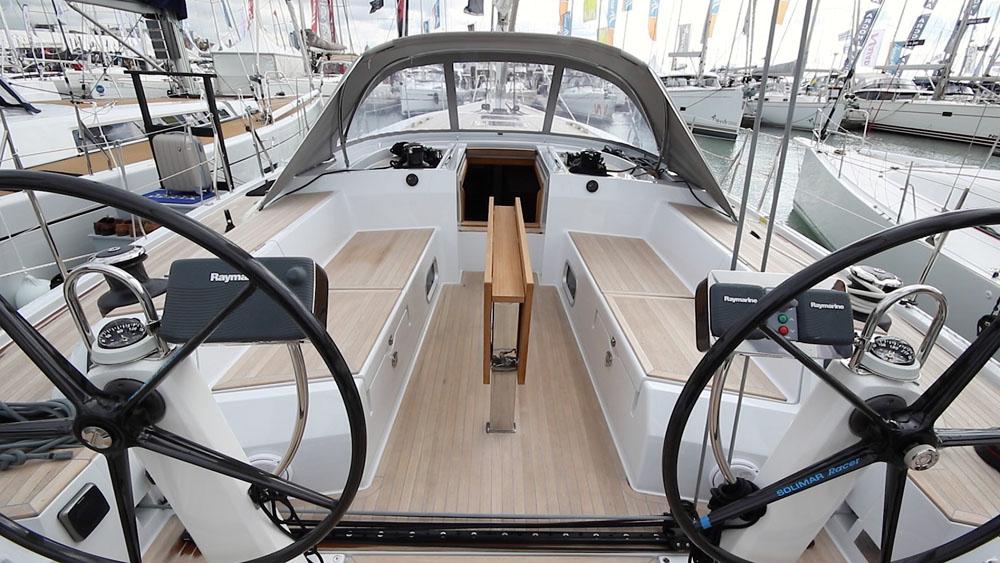 gs50_cockpit-achtern