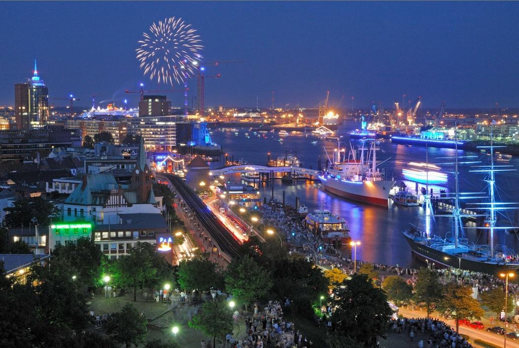 lichtershow am Abend: Samstagsfeuerwerk vor toller Kulisse. Foto: www.eyeofthewind.net