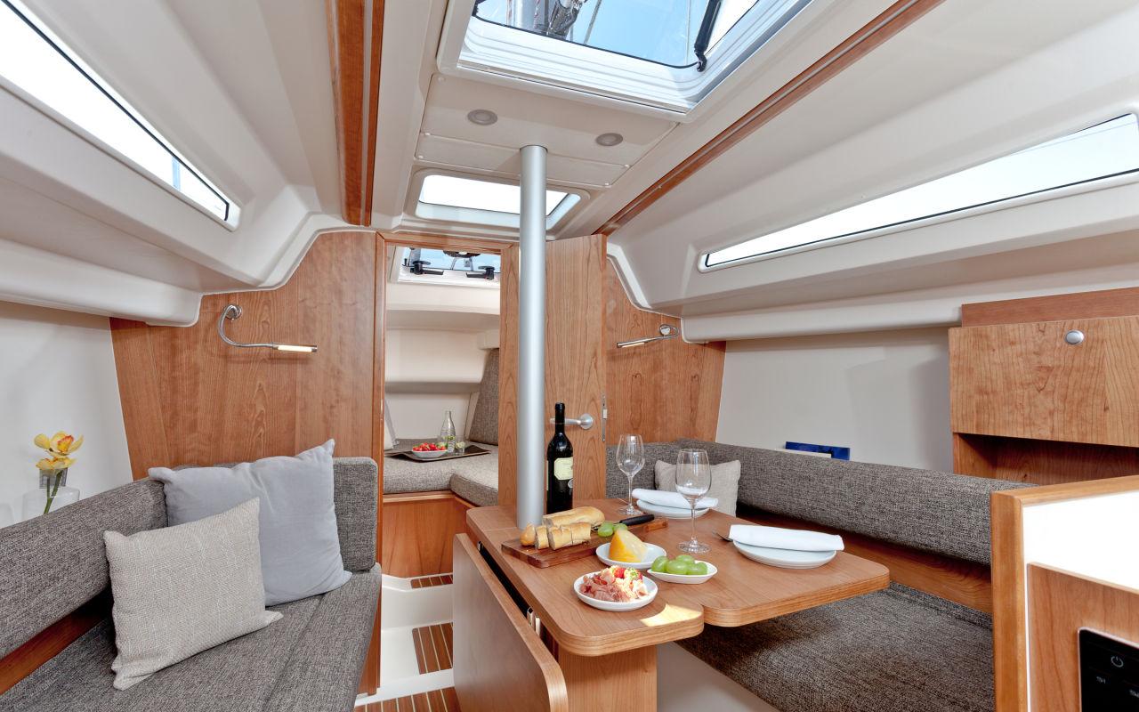 Wohnzimmer: Der Salon der Hanse 315 hat Platz für vier Personen.