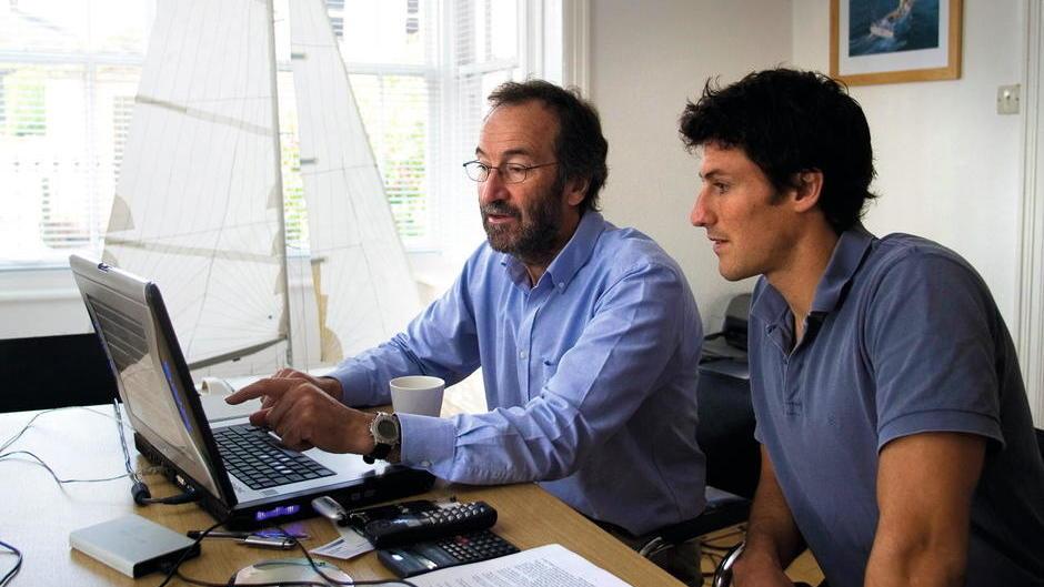 Bedachte Hofübergabe: Vater Rob und Sohn Tom Humphreys . Foto: Paul Todd/outsideimages.co.nz