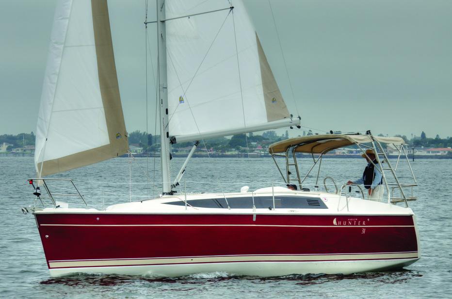 Marlow Hunter 31: Komfort für Downsizer und Einsteiger. Die Großschotführung am Cockpitbügel, die  auch auf Beneteau-Yachten üblich ist, haben die Amerikaner bereits vor 10 Jahren eingeführt.